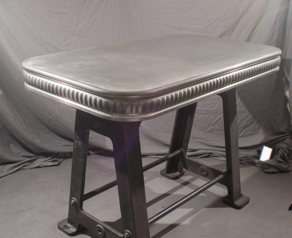 Table rectangulaire plateau en étain
