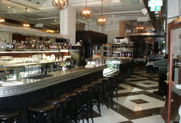 Le comptoir en étain du bar à vin THe Héritage en Australie