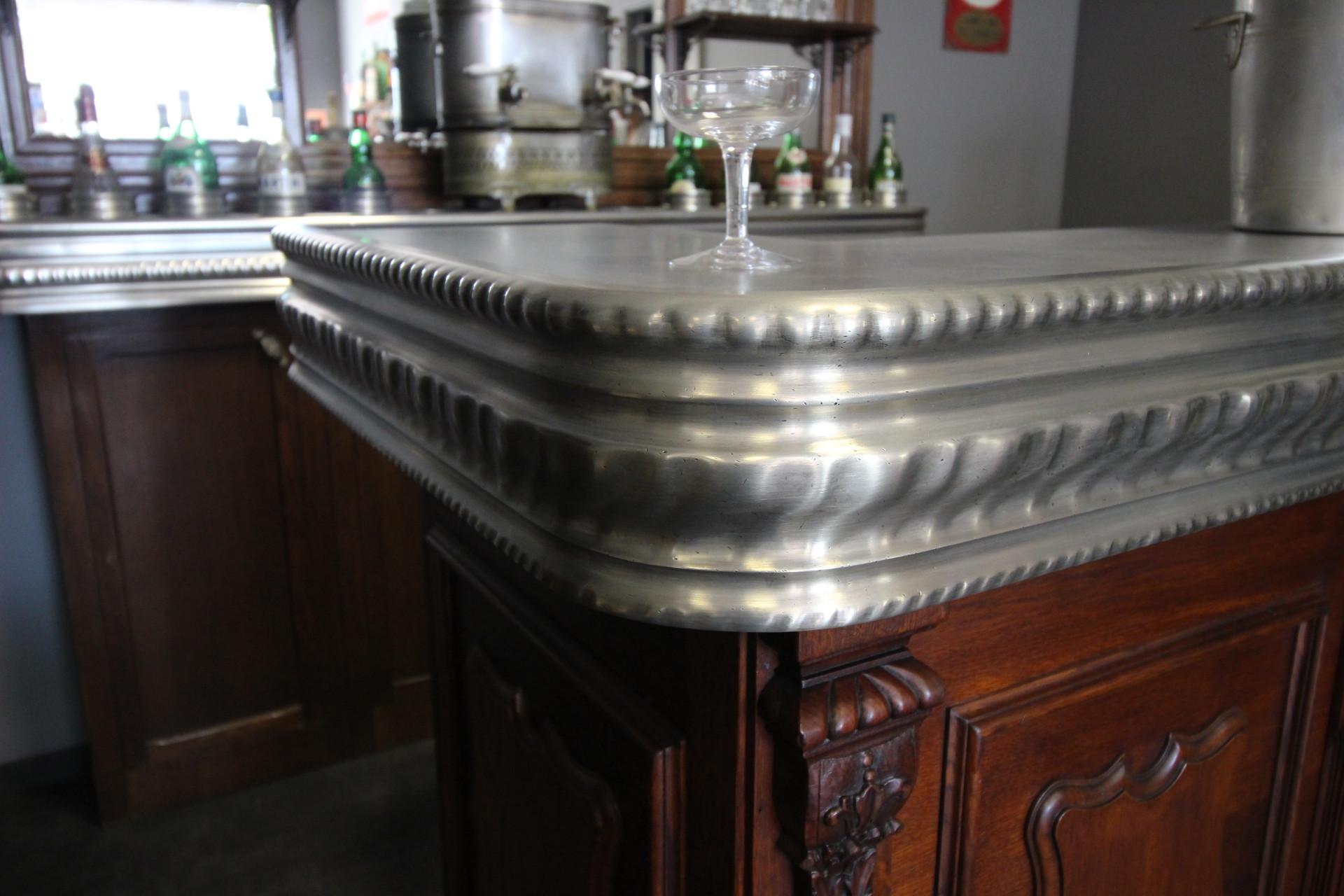 Bordure en étain pour comptoir de bar