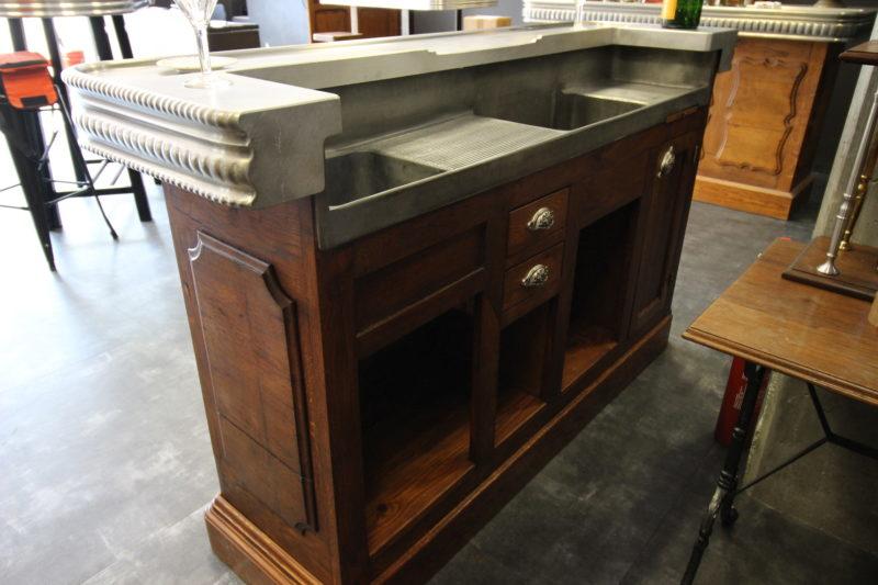 comptoir en etain d'epoque 1900 restauré en bordure de 12.5cm et relevage interieur et plateaux surélevés