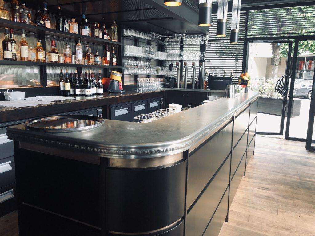 Chez Paulette - Comptoir bar en étain bordure