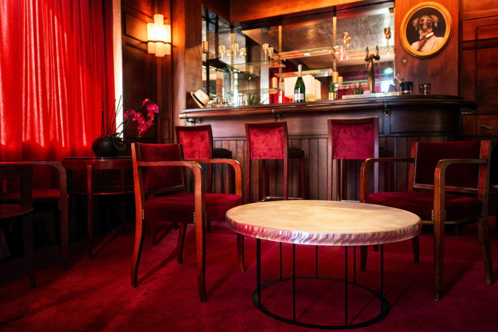 mobilier de réception et de bar en étain : table basse