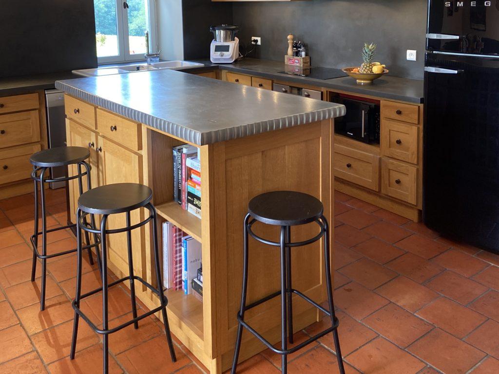 Mobilier de cuisine en étain : ilot central