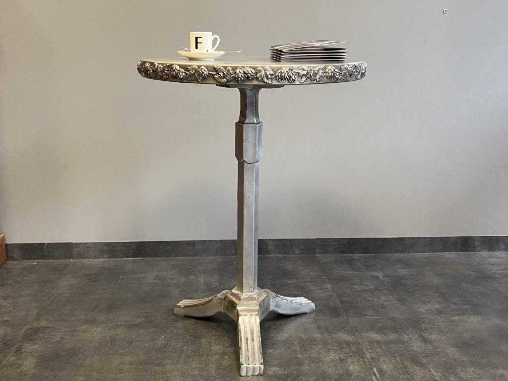 Table de café en étain avec bordure feuilles de vigne