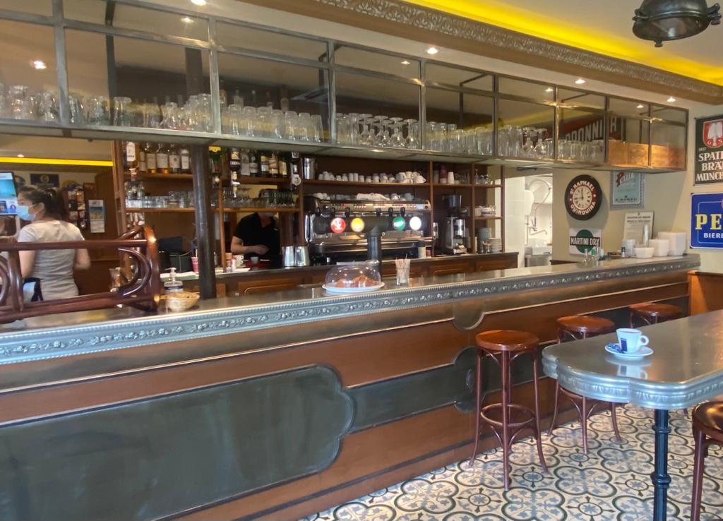 Bar en étain sur mesure avec feuille de houblon